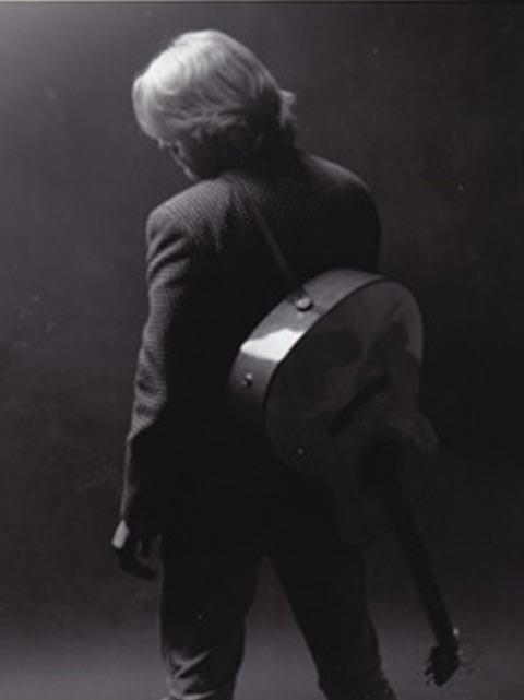 robert-atyeo-with-guitar-backshot